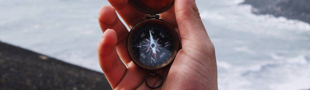 kompas, mencari arah, peta situs garrett sears TtZUTKc unsplash